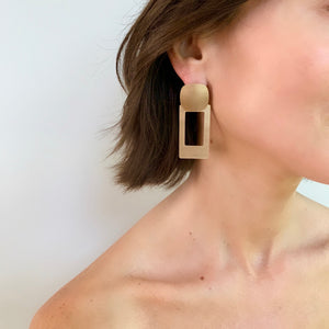 SABINE BRUSHED RECTANGLE EARRING