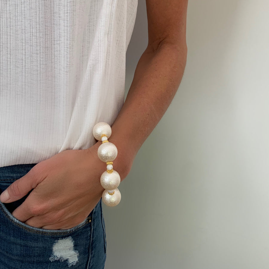 ARIA STATEMENT BRACELET IN IVORY WRINKLE PEARL