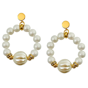 RING EARRING IN IVORY PEARL WITH SPIRAL FOCAL