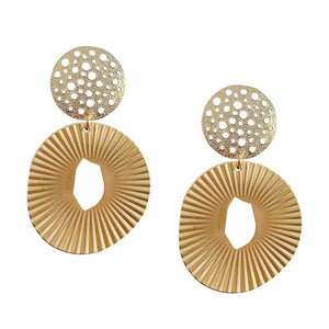 ZENIA OVAL EARRING WITH TEXTURED POST