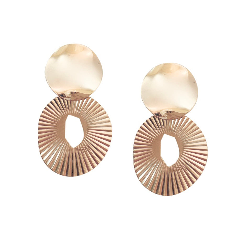 ZENIA OVAL EARRING WITH SHINY ROUND POST