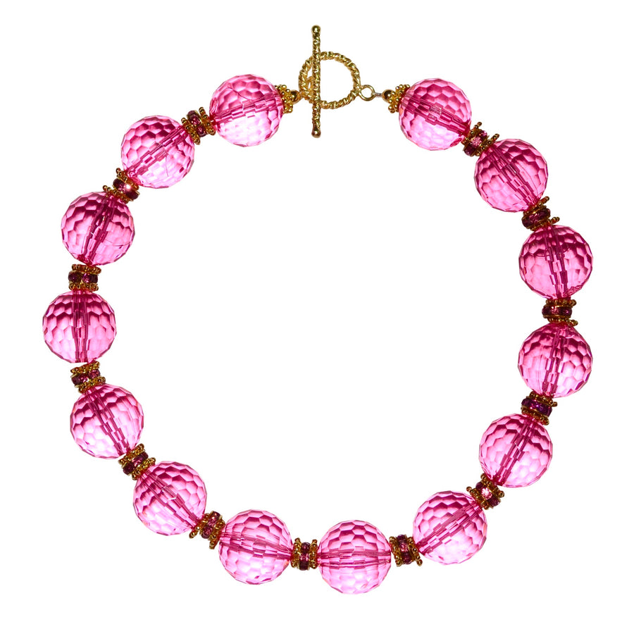 LUCITE NECKLACE IN FACETED DARK PINK LUCITE