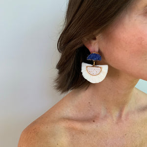 RAFFIA EARRING IN WHITE WITH COBALT DRUZY POST