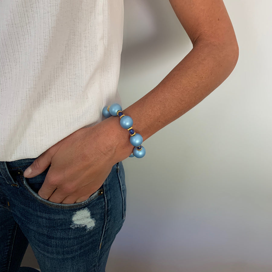 VIVIENNE BANGLE IN LIGHT BLUE MATTE PEARL
