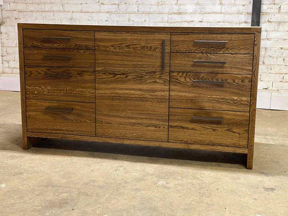 CHEST OF DRAWERS 256