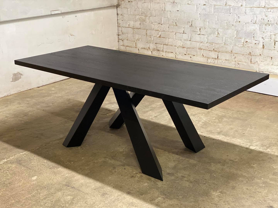 DINING TABLE 257