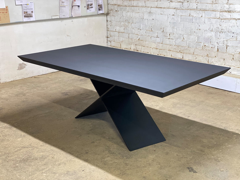 DINING TABLE 285