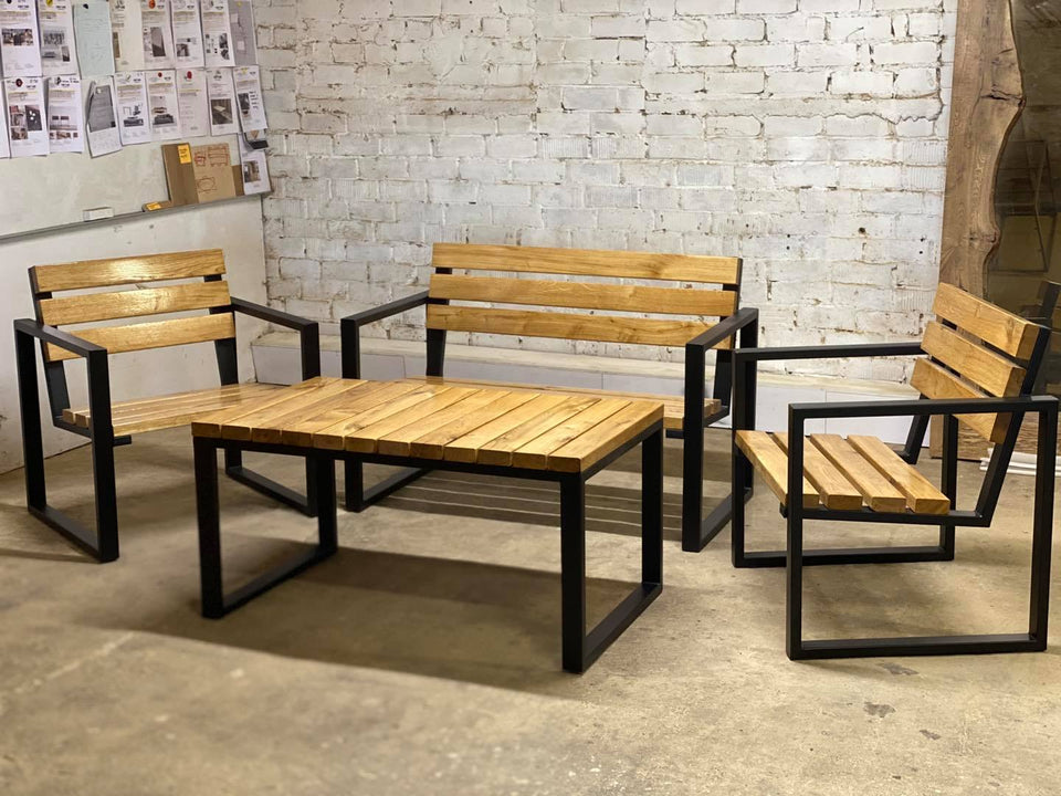 OUTDOOR TABLE AND BENCHES 267