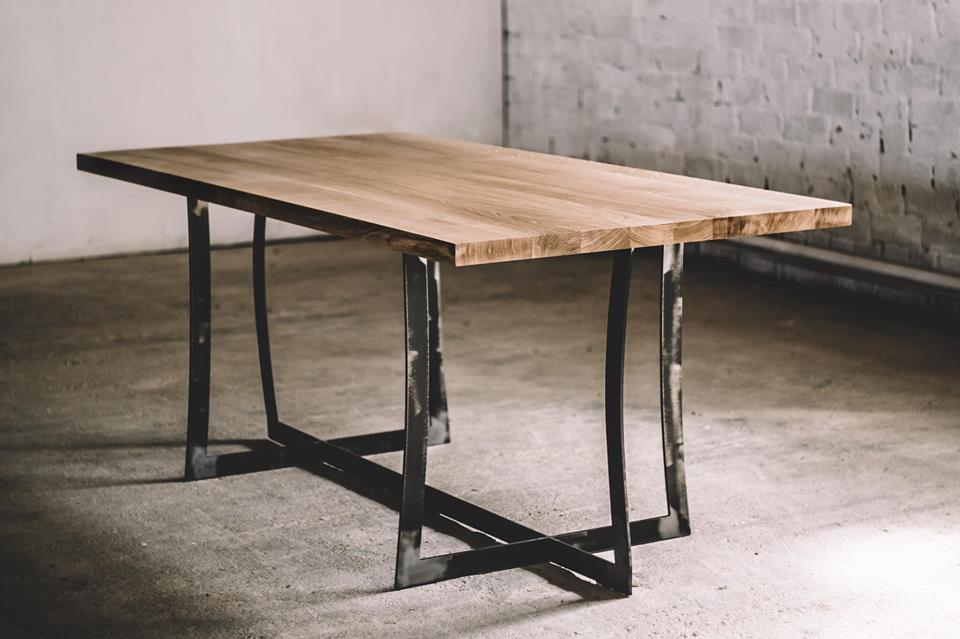 DINING TABLE 062