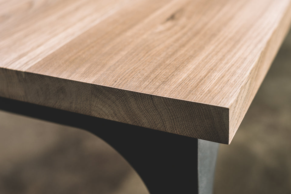 DINING TABLE 070