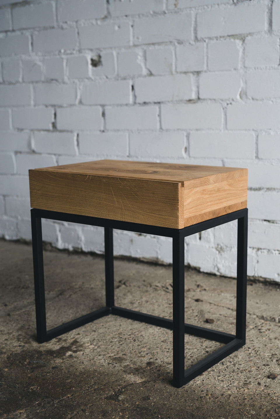 CONSOLE TABLE 041