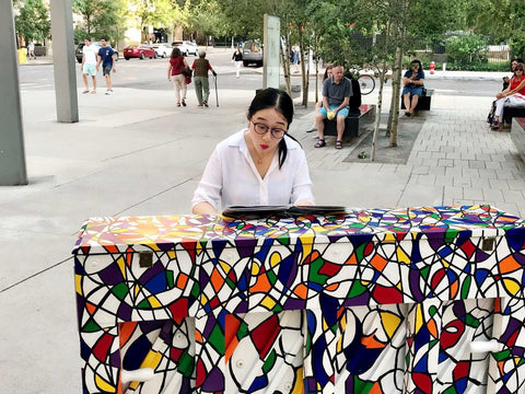 Sisi Liu performing on a public piano in New York City