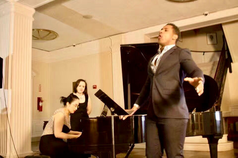 Sisi Liu performing with vocalist Donovan Singletary