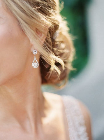 blonde bride wearing drop style circle diamond earrings