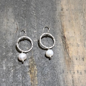 Med Circle Earrings With Pearl - Edgecomb Potters
