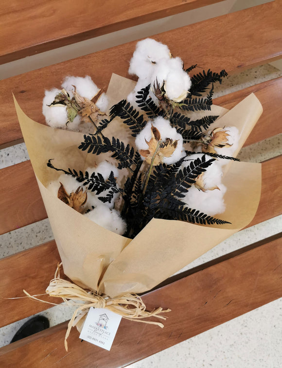 Dried bouquet or pot arrangement