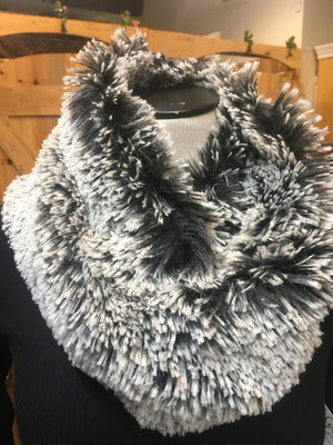 Shag Cowl Black/White