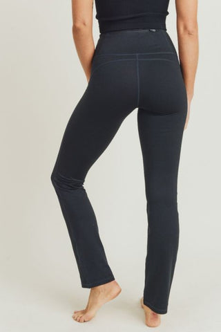 Straight-Leg Essential Performance Leggings