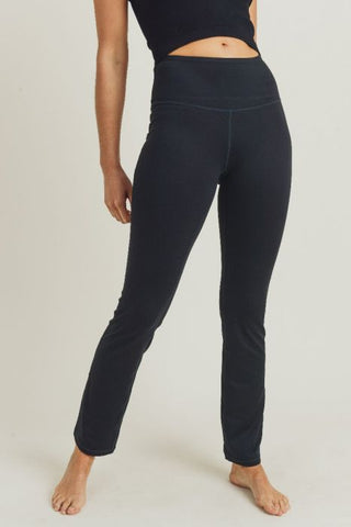 Image of Straight-Leg Essential Performance Leggings