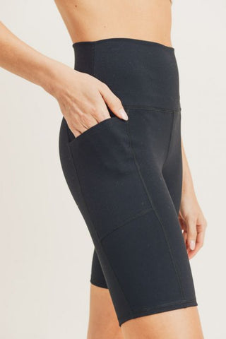 Image of Tapered Band Essential Bermuda Highwaist Leggings