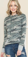 Load image into Gallery viewer, Long Sleeve Camo Hoodie