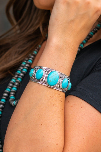 Vintage Silver Turquoise Oval Stone Cuff