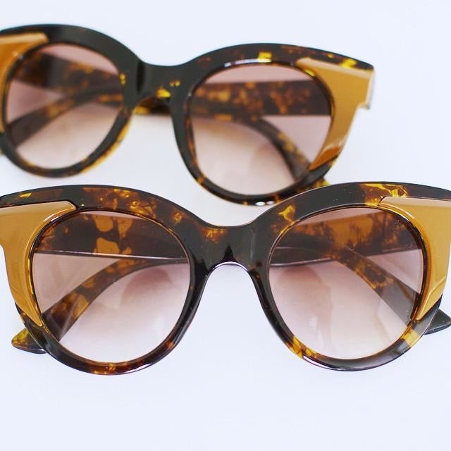 'I see u' brown marble retro style sunglasses