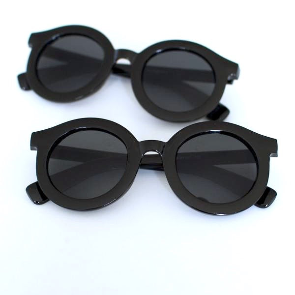 'Throwin' Shade' black round sunglasses