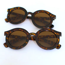 Load image into Gallery viewer, 'Throwin' Shade' brown round sunglasses