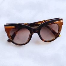 Load image into Gallery viewer, 'I see u' brown marble retro style sunglasses