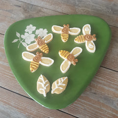 iced bee cookies