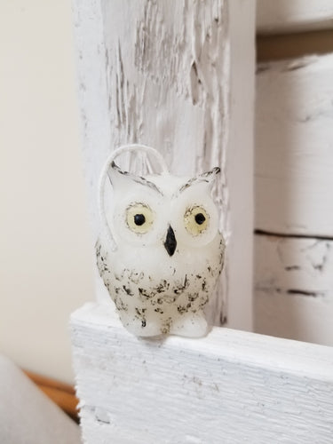 Snowy owl candle