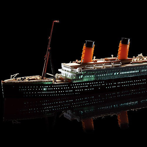 Academy 14220 1/700 R.M.S. Titanic + LED Set MCP Plastic Model Kit