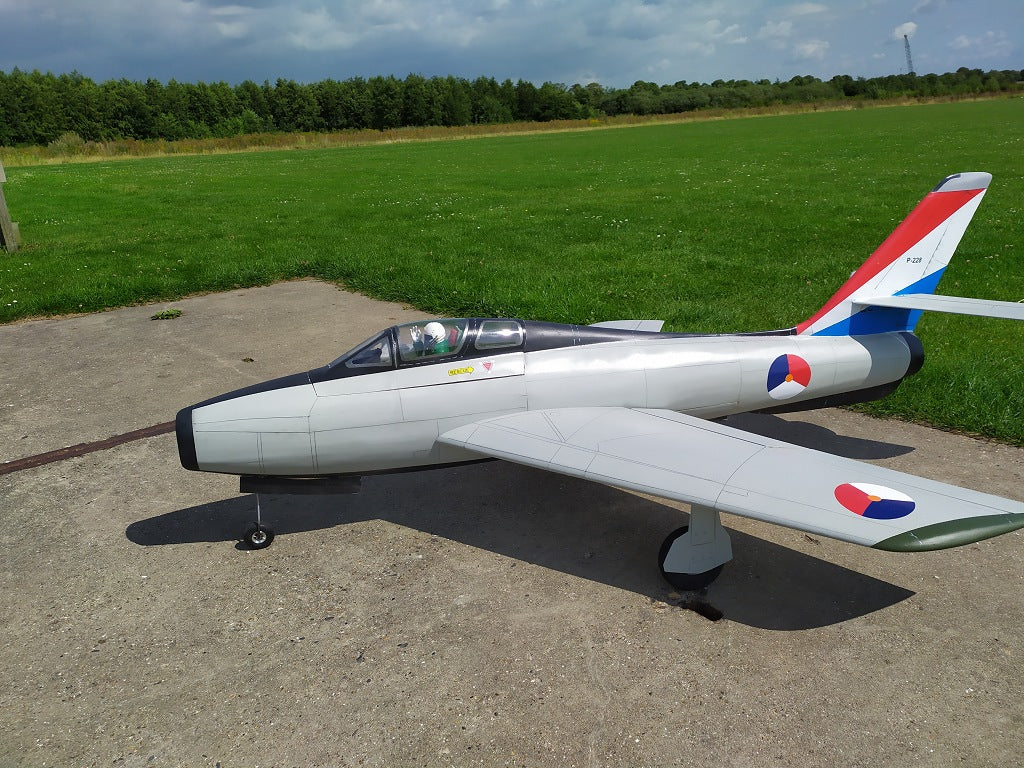F-84 Thunderstreak - RC-builder