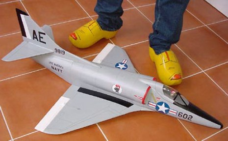 "A4 ""Skyhawk"" - RC-builder"