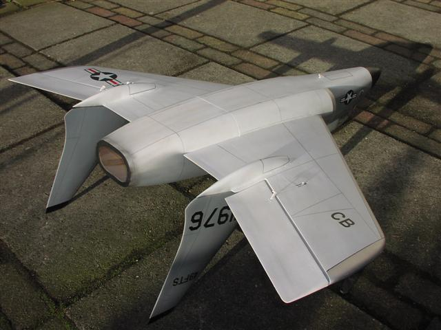 "F7u3 ""Cutlass"" - RC-builder"
