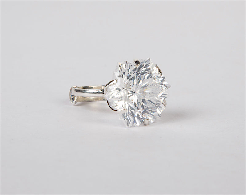 White cubic zirconia finger ring