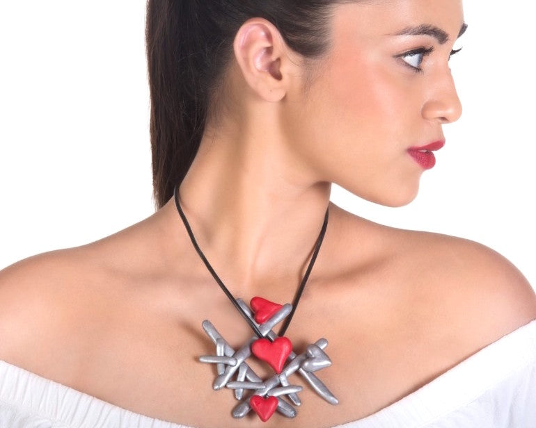 Game of love neckpiece