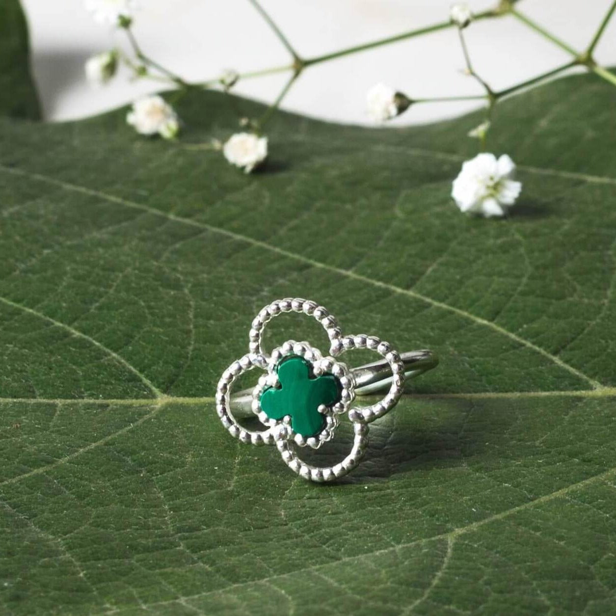 4 leaf clover ring silver - mood shot
