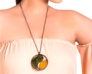 Seasons neckpiece