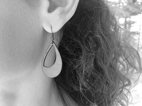 products/hand-made-leather-crescent-earrings-13339254915172.jpg