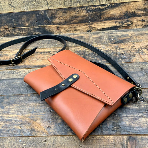 products/hand-made-leather-crossbody-envelope-bag-13639595950180.jpg