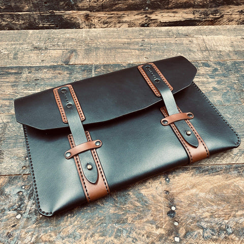 products/hand-made-leather-english-bridle-excursion-portfolio-clutch-14446470070372.jpg