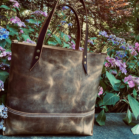 products/hand-made-leather-large-tote-in-crazy-horse-pull-up-leather-17963219746971.jpg