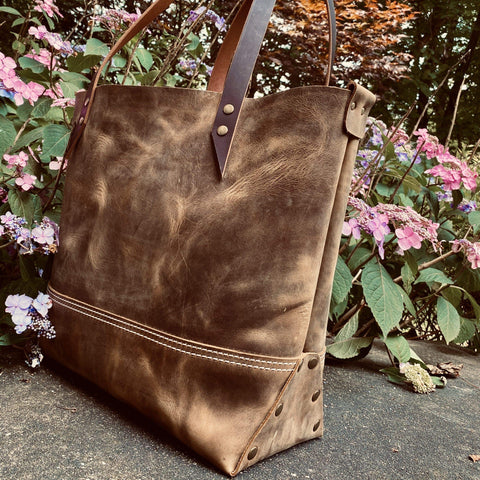 products/hand-made-leather-large-tote-in-crazy-horse-pull-up-leather-17963219878043.jpg