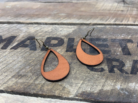 products/hand-made-leather-tan-silver-crescent-earrings-13281584644196.jpg