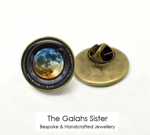 Camera Lens Badge • Camera Lens and Planet • Gift for Photographer • Camera Pin • Brooch/Lapel Pin
