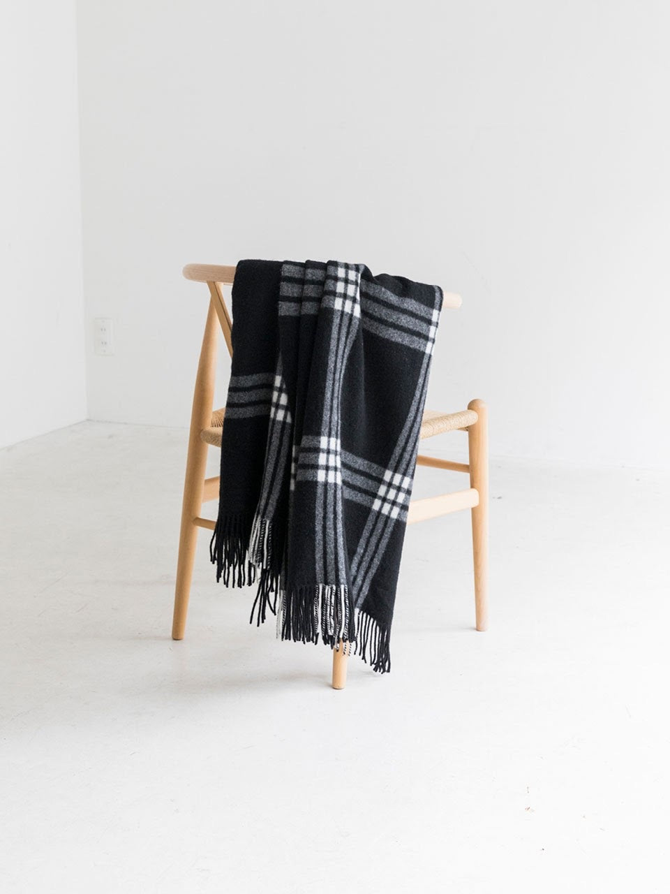 ISABEL Scarf / Black - THROW