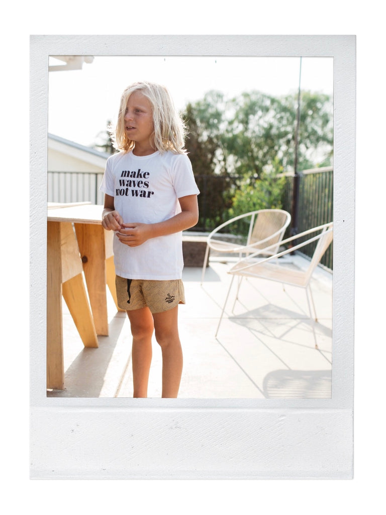 make waves not war kids tee x drifter | white