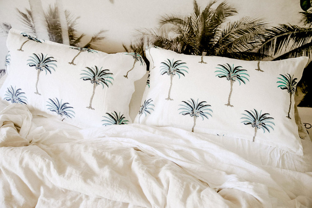 les palmiers pillow pair | blue hawaii